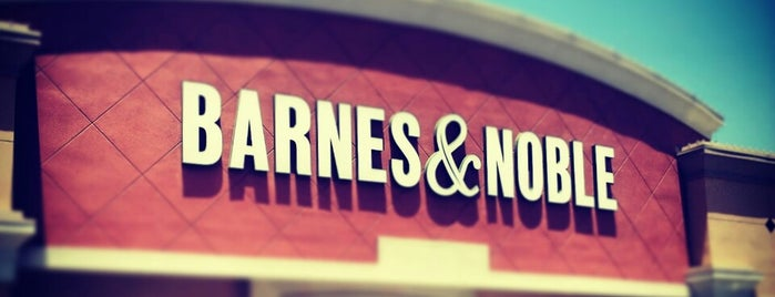 Barnes & Noble is one of Manuelさんのお気に入りスポット.