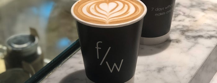 Flat White Café is one of Lieux qui ont plu à Abdulaziz.
