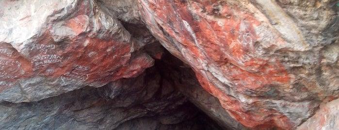 Cueva de Guitarreros is one of Perú 02.