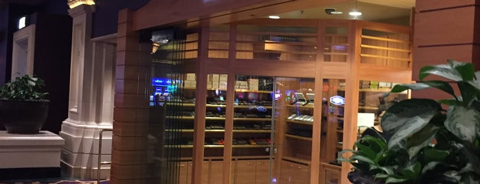 Davidoff @ Mandalay Bay is one of Cigar Spots & Lounges.