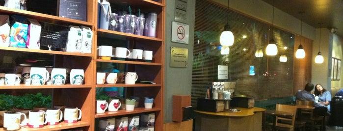 Starbucks is one of Lugares favoritos de Paola.