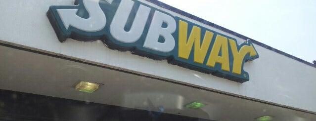 Subway is one of สถานที่ที่ La-Tica ถูกใจ.
