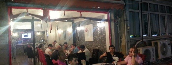 Cafe'es is one of Tempat yang Disukai Gökçe.