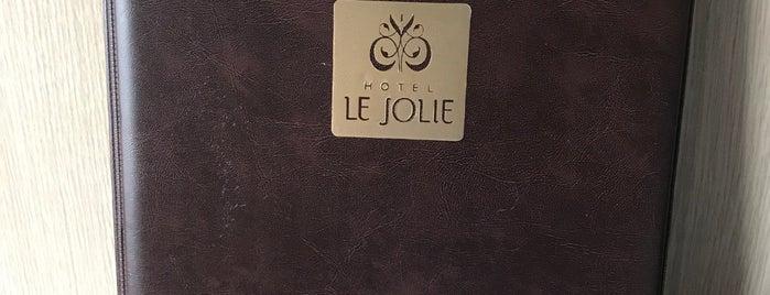 Hotel Le Jolie is one of Anton'un Beğendiği Mekanlar.