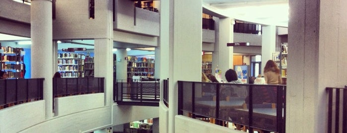 Library UOC is one of Locais curtidos por Chara.