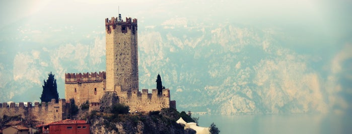 Castello Scaligero is one of Luoghi del Garda.