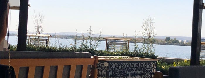 Manzara Cafe is one of Locais curtidos por Şebnem.