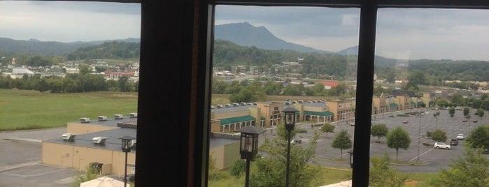 Wyndham Smokey Mtn. Elkmont Activities Center is one of Tempat yang Disukai Elena.