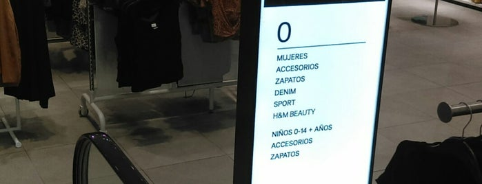 H&M is one of Locais curtidos por Lorena.