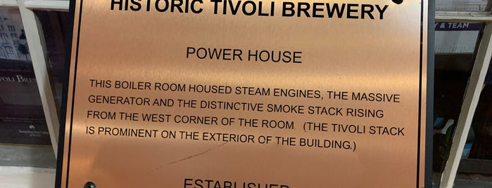 Tivoli Brewing Company is one of Locais curtidos por Usaj.
