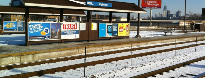 Metra - Clybourn is one of Seanさんのお気に入りスポット.