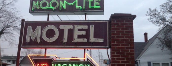 Moon-Lite Motel is one of Illinois, Indiana, Ohio, Michigan.
