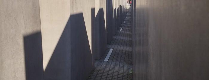 Denkmal für die ermordeten Juden Europas is one of Orte, die Kerem gefallen.
