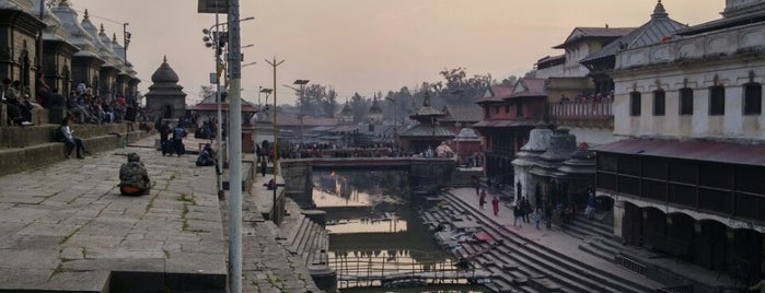 Pashupatinath Temple is one of Lugares favoritos de Kerem.
