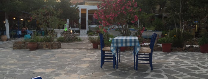 Taverna Pyrofani is one of Locais curtidos por Deniz.