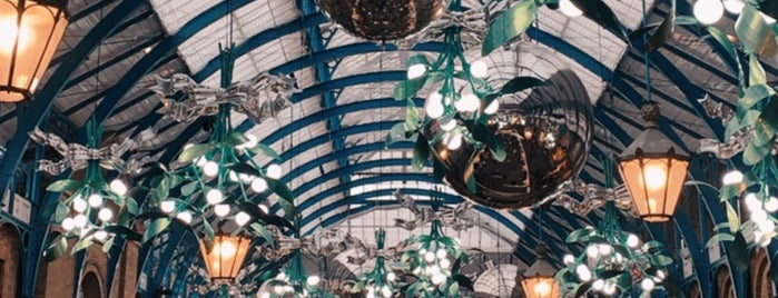 Covent Garden is one of Bora'nın Beğendiği Mekanlar.
