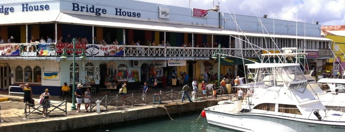 Marina Bar & Restaurant is one of Loredana's Liked Places.