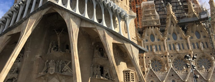 Sagrada Família is one of สถานที่ที่ Mehmet ถูกใจ.