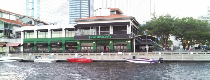 Fionn MacCool's Irish Pub & Restaurant is one of Tempat yang Disukai Sarah.