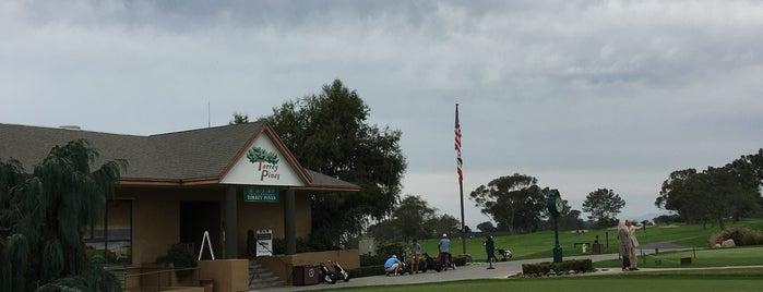 Torrey Pines Golf Course is one of Lugares favoritos de Derek.