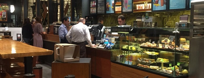 Starbucks Reserve is one of Sergio M. 🇲🇽🇧🇷🇱🇷 님이 좋아한 장소.