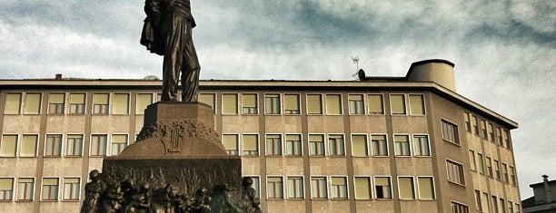 Piazza Buonarroti is one of Orte, die Mik gefallen.