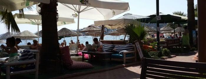 Vona Restaurant & Beach is one of Posti salvati di Onur.