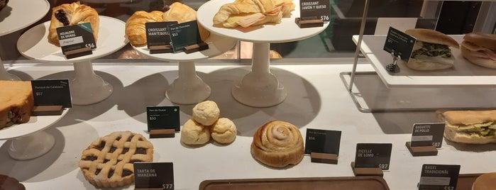 Starbucks Gate 6 is one of Fernandaさんのお気に入りスポット.