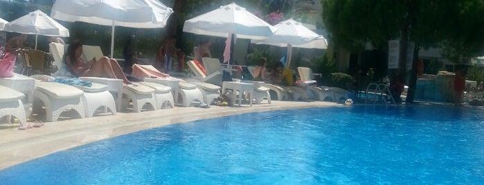 Royal Palm Beach Hotel is one of Posti che sono piaciuti a Tugba.