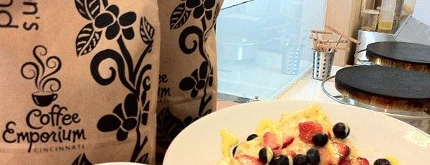 Buona Terra: Gelato - Macarons - Crepes is one of Tempat yang Disimpan Matt.