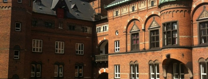 Копенгагенская ратуша is one of Copenhagen (attractions).