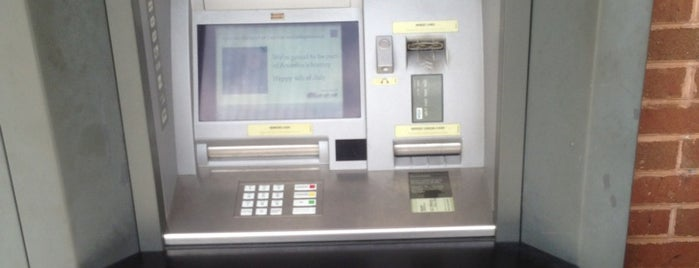 Wells Fargo Bank is one of Lugares favoritos de Dawn.