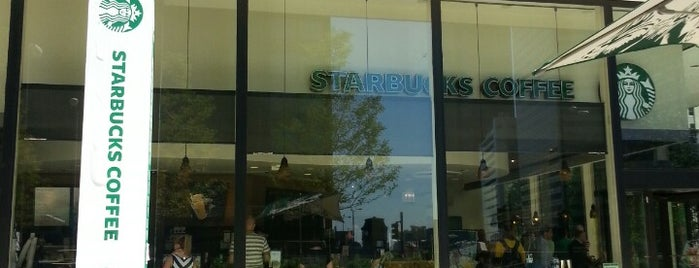 Starbucks is one of Orte, die Rick gefallen.