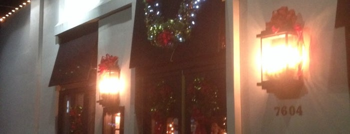 Lombardo's Italian Restaurant is one of Locais curtidos por Camille.