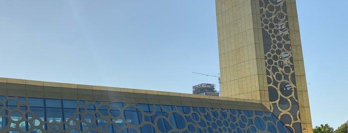 Dubai Frame is one of สถานที่ที่ Hayo ถูกใจ.