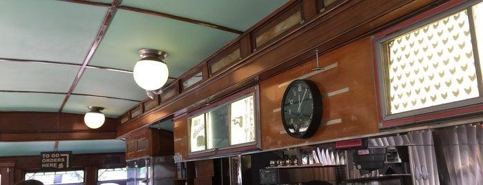 Streamliner Diner is one of Tempat yang Disimpan KeytoSavannah.com.