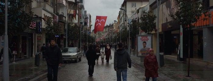 Adapazarı Çarşı is one of ♏️UTLU'nun Beğendiği Mekanlar.
