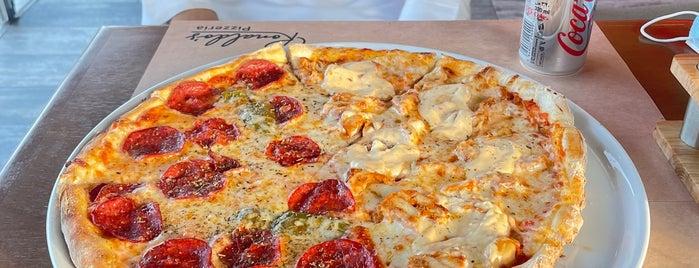 Ronaldo's Pizzeria is one of Queen'in Kaydettiği Mekanlar.