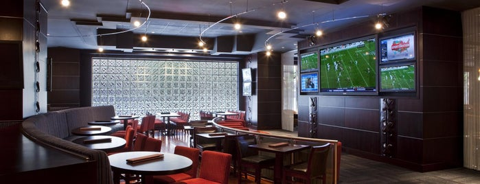 Draft Media Sports Lounge is one of Places Jon Must Go.