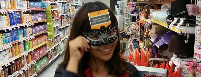 Shoppers Drug Mart is one of Barbara'nın Beğendiği Mekanlar.