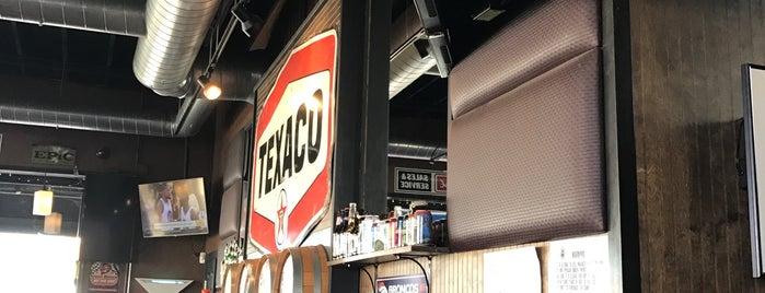 4 Barrel Bar & BBQ is one of Tempat yang Disimpan Cheri.