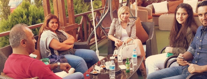 Shakaa Cafe & Bistro is one of Tempat yang Disukai Metehan.