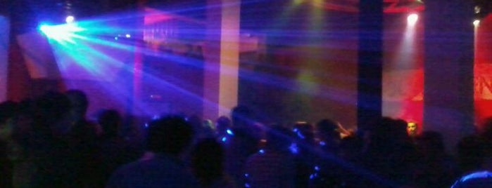 Club Avenue is one of Pubs, Bares, Restaurant, Resto Bar y Discoteque..