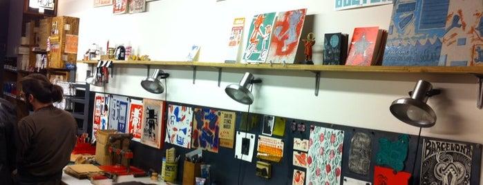 Vostok Printing Shop is one of Mis tiendas de materiales favoritas.