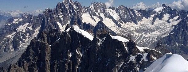 L'Aiguille du Midi (3842m) is one of Bienvenue en France !.