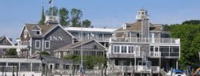 Gilligan's Waterfront Restaurant & Bar is one of Delaware spots.