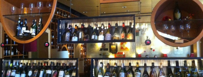 Cru Wine Bar is one of Lugares favoritos de Charlie.