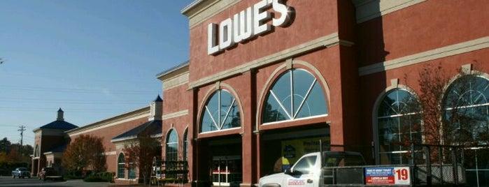 Lowe's is one of สถานที่ที่ Betsy ถูกใจ.