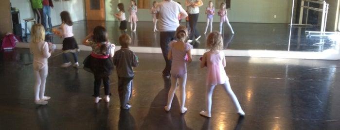 Ormao Dance Company is one of Locais salvos de Shawny.