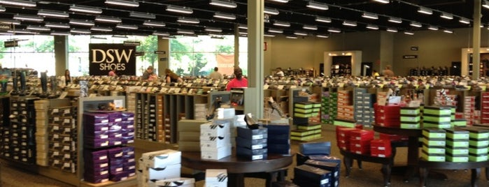 DSW Designer Shoe Warehouse is one of Orte, die Chris gefallen.